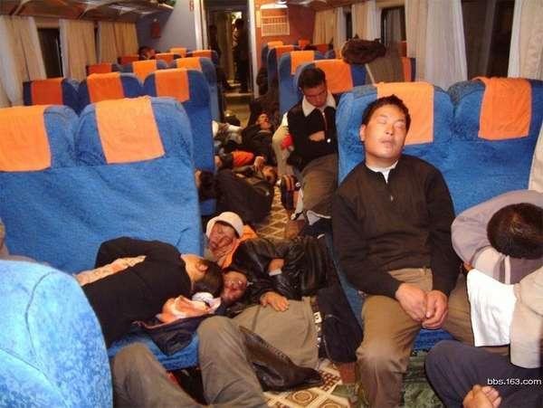 号召帖 实拍春运火车上的雷人睡姿