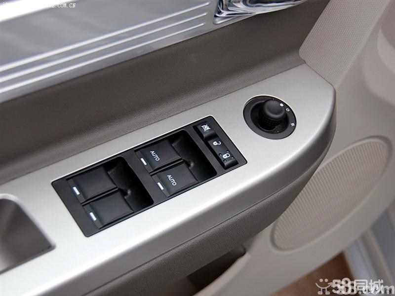 【北京克莱斯勒铂锐2008款 2.0l舒适型车厢座椅图片】高清图片