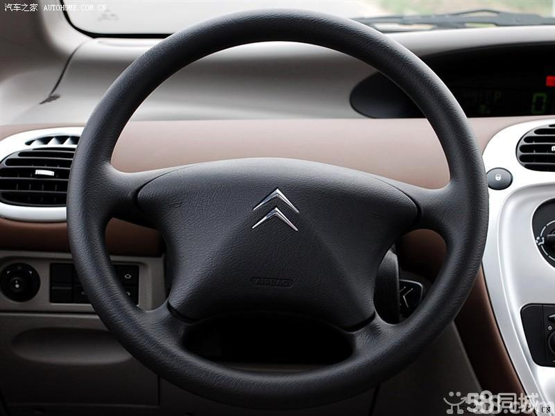【东风雪铁龙毕加索2007款 2.0 自动天窗版中控方向盘图片】高清图片