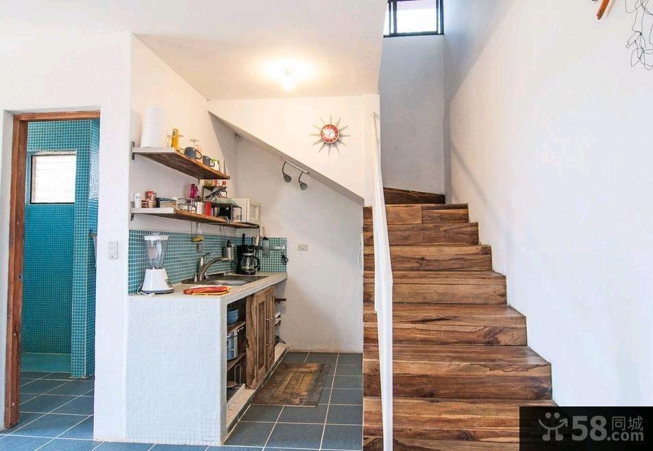 美式家装设计复式楼梯效果图欣赏