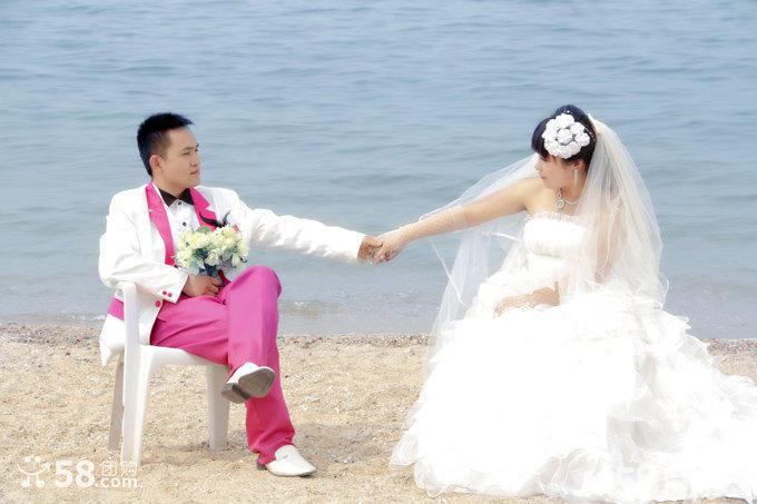 价1188元的婚纱摄影豪华套餐,男士女士各2套婚纱或晚礼 免费化妆