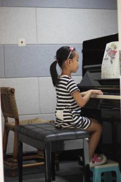 卡通钢琴简笔画_卡通钢琴图片