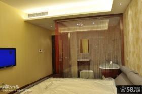 现代简约风格卧室背景墙隔断装修效果图欣赏