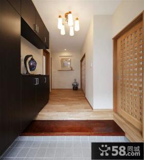 日式装修进门玄关效果图