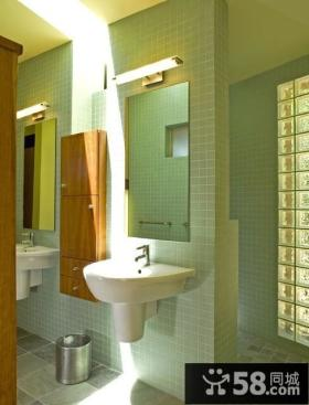 浅绿色调卫生间墙壁隔断装修效果图