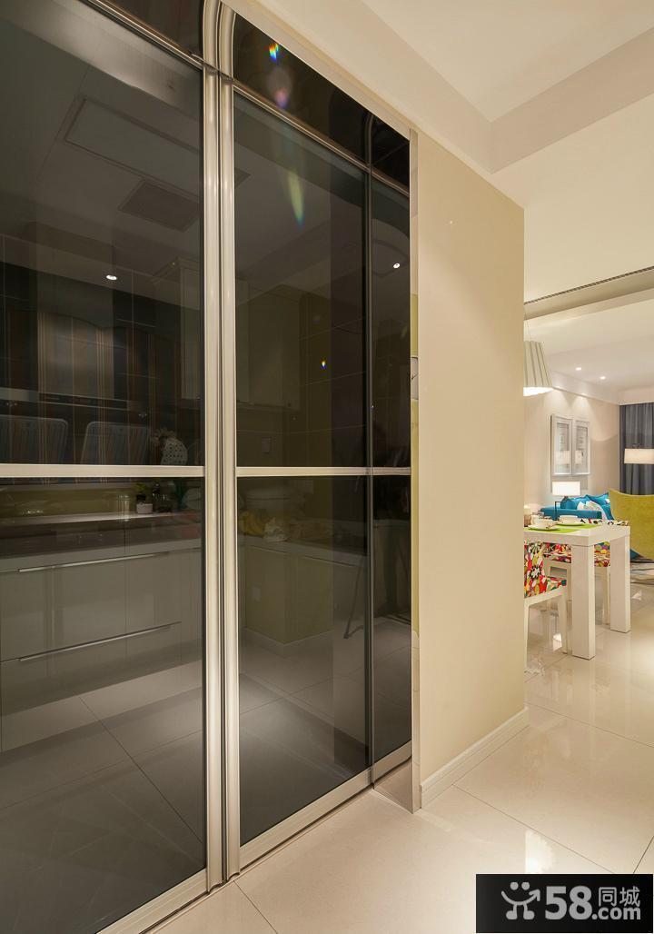 厨房深色玻璃移门装修效果图