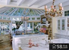 欧式奢华的厨房装修效果图
