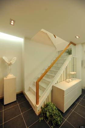 简约风格室内楼梯装修效果图