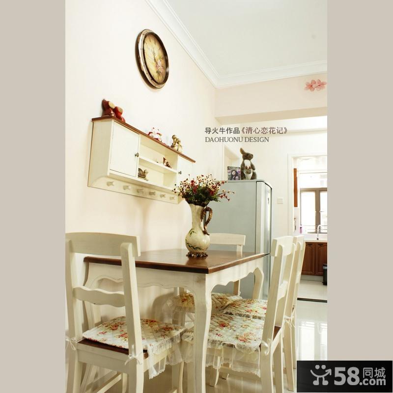 简约现代客厅装饰画