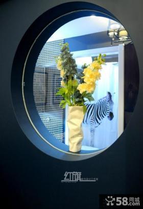 家居圆形窗户花瓶图片