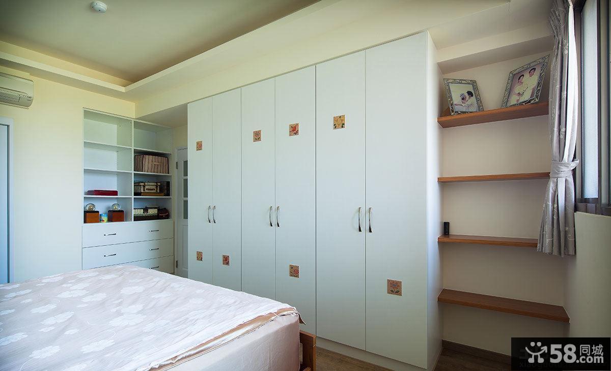 田园卧室六门衣柜摆放效果图
