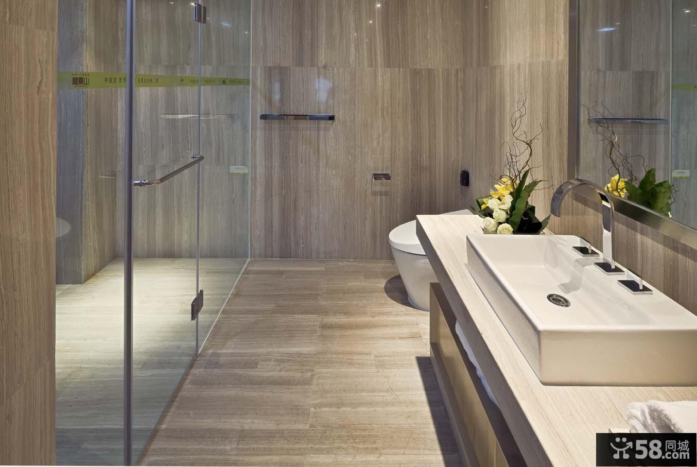 现代风格卫生间木质地面墙面装修效果图