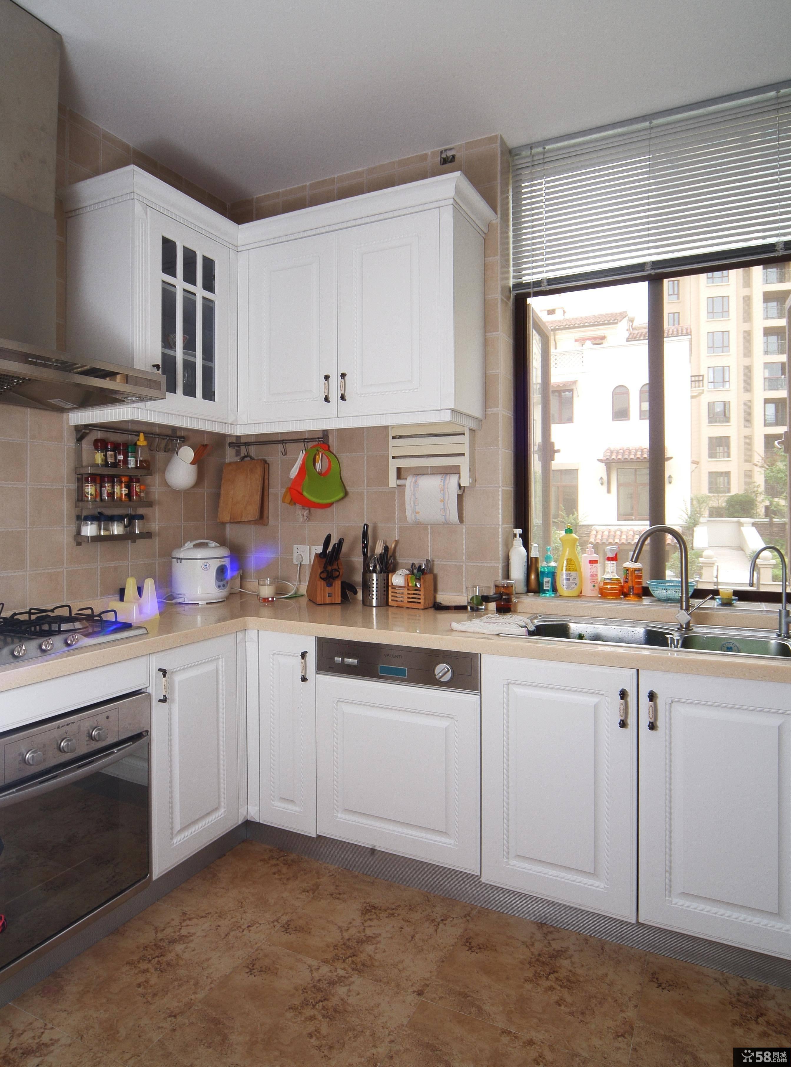美式风格厨房设计装修效果图