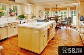 二居房华丽的美式厨房橱柜装修效果图大全2014图片