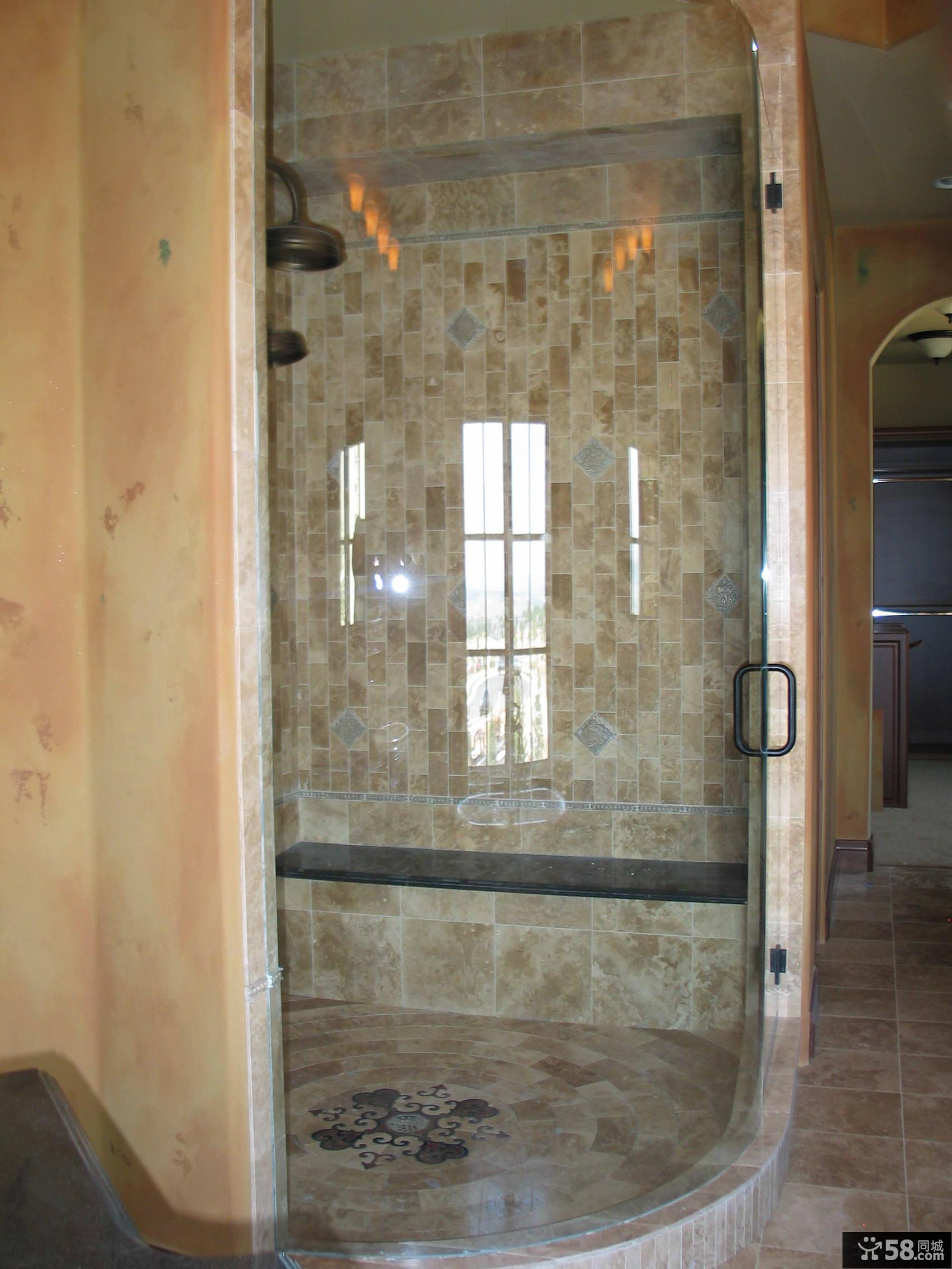 整体玻璃浴室门效果图