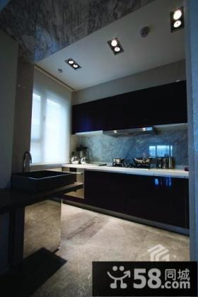 现代风格半开放式厨房装修效果图